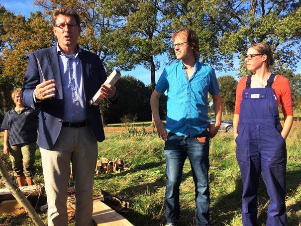 Burgemeester Roger de Groot opent officieel 'De groene Hove'